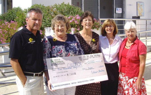 ITS gives 2,000 euros to Cudeca from Lark in the Park show